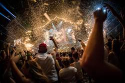 UNITE With Tomorrowland將登場  LEXUS打造百顆巨型燈球狂歡夜